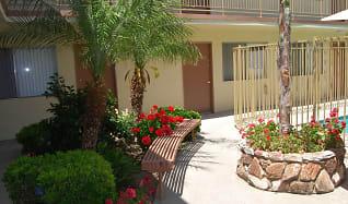Courtyard, The Reef Studio Apartments