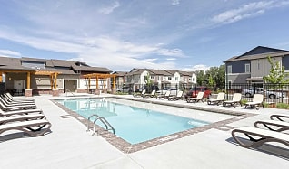 Pool, Willow Point Townhomes