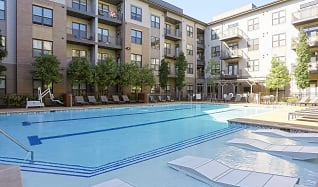 Pool, District at Seven Springs