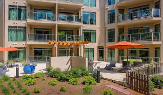 Pet-friendly community in Midtown Atlanta, 1045 on the Park Apartment Homes