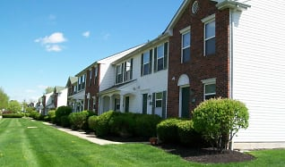 Building, Creekside Townhomes / Cherryhill