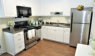 Kitchen, Colonial Townhouse Apartments
