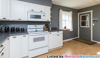Kitchen, 215 11th St SE