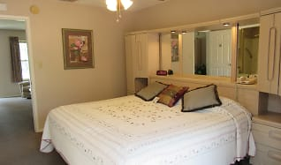 Bedroom, Victoria Palms Inn and Suites