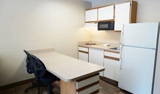 Kitchen, Furnished Studio - Kansas City - Airport - Tiffany Springs