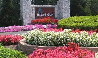 Edison Glen Entrance.jpg, 530 Edison Glen Ter