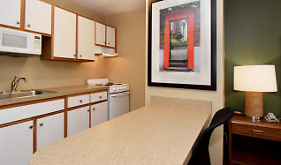 Kitchen, Furnished Studio - Rockford - State Street