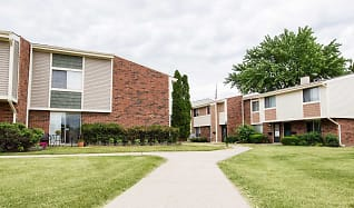 Landscaping, Woodridge Apartments and Townhomes