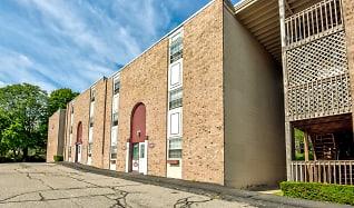 Building, Courtview Square Apartments