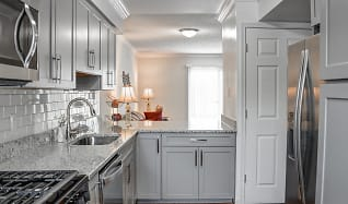 Kitchen, Independence at Town Center