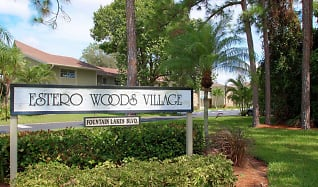 Community Signage, Estero Woods Village In Fountain Lakes