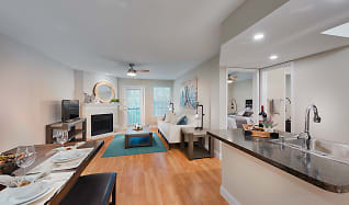 Renovated Apartment Home, Rolling Brook Village