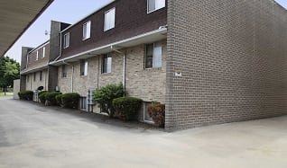 Building, Oak Glen Apartments