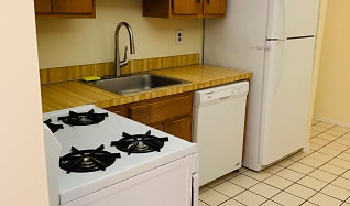 Kitchen, 634 Wood Mill Dr.