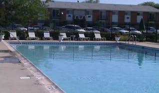 Pool, Park Ridge Commons
