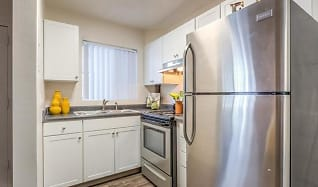 Kitchen 1 bedroom, Towers on Main