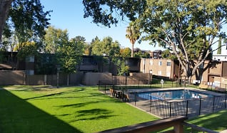 Courtyard, Pine Terrace