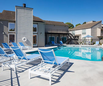 Pool, Southern Oaks Apartments