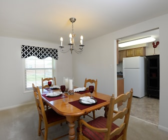 Dining Room, Walnut Grove Townhomes