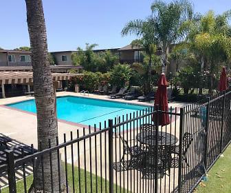 Solteros, Oak View, Huntington Beach, CA