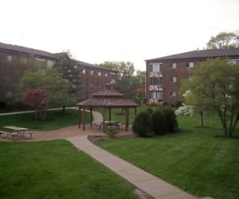 Autumnwood Apartments, Lake Geneva, WI