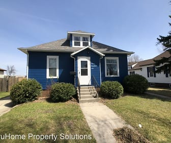 306 6th St. NW, Grand Forks, ND