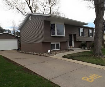 3329 SOMERSET DR, Muscatine, IA