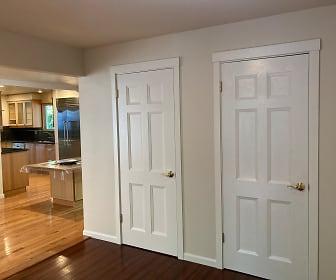 Entry toward kitchen, 5245 West Mercer Way