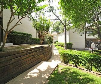 Courtyard, Fox Run Apartments