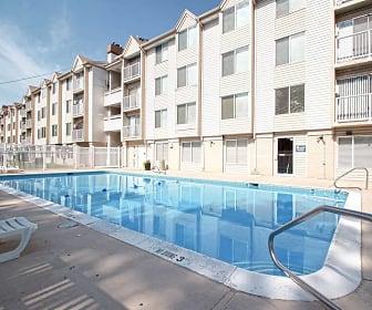 Pool, Mountain View at Riverdale