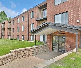 Elmwood Student Apartments, Northeast Minneapolis, Minneapolis, MN