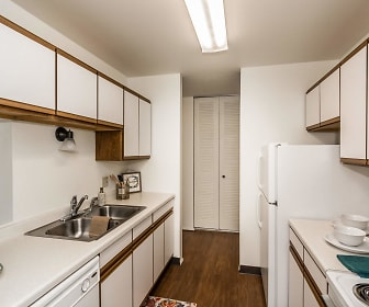 Kitchen, Columbia West Apartments