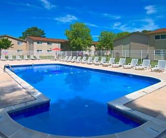 Pool, Hodges Manor