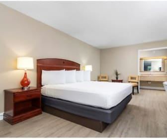 Stayable Suites Lakeland, Plant City, FL