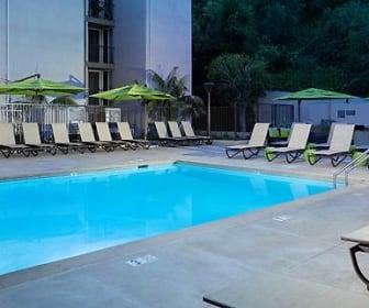 eaves Los Feliz, Glassell Park, CA