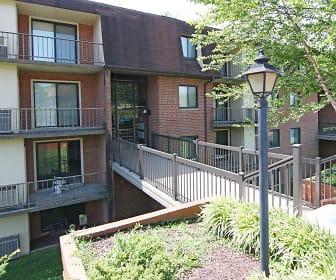 Building, Fairway Park Apartments