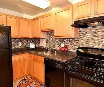 Kitchen, Kings Park Plaza Apartment Homes