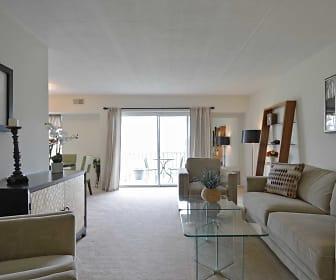 Cavalier Country Club Apartments, New Castle, DE