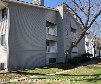 1006 Lincoln Way, Oak Riverside, Ames, IA
