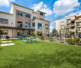 view of building exterior with an expansive lawn, Richland Park Apartments