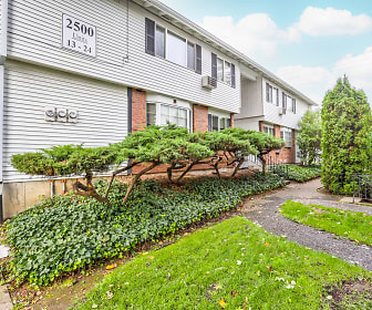 Eaton Village Apartments, Maywood Park, OR