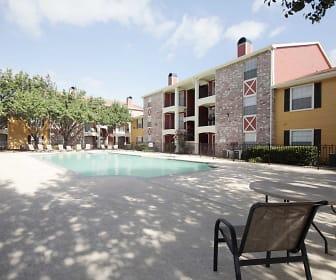 Pool, La Monterra