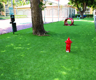 yard with a large lawn, Aventura Harbor