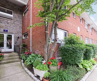 Eagle Rock Apartments At Mineola, Glen Oaks, NY