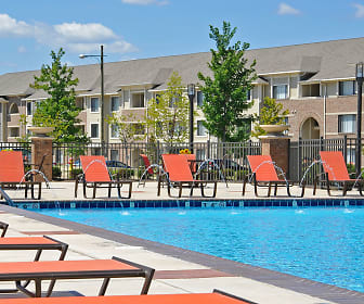 Pool, Prairie Lakes Apartments