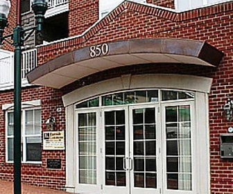 original front  (1).jpg, 850 East Main Street