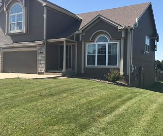 416 Spring Branch Dr, Raymore, MO