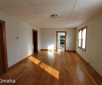 2922 Oak St., Bellevue, NE