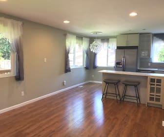 5- Living Rm.jpg, 2900 181st Ave NE  #ADU
