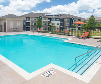 Pool, The Pointe at Crestmont